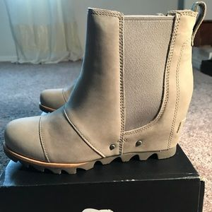 NWT Sorel Lea Wedge Boots in perfect condition!